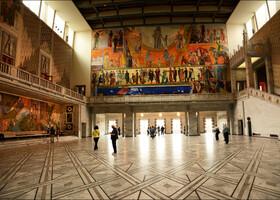 Одной из особенностей этого здания является тот факт, что ежегодно 10 декабря в присутствии королевской семьи здесь вручают Нобелевскую премию мира.