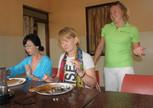 НАташа нас кормит индийской пищей