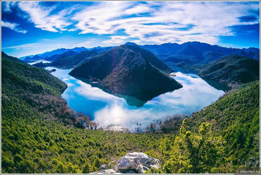 Наверное, самое красивое посещенное нами в этом путешествии место! Река Црноевича около Скадарского озера.