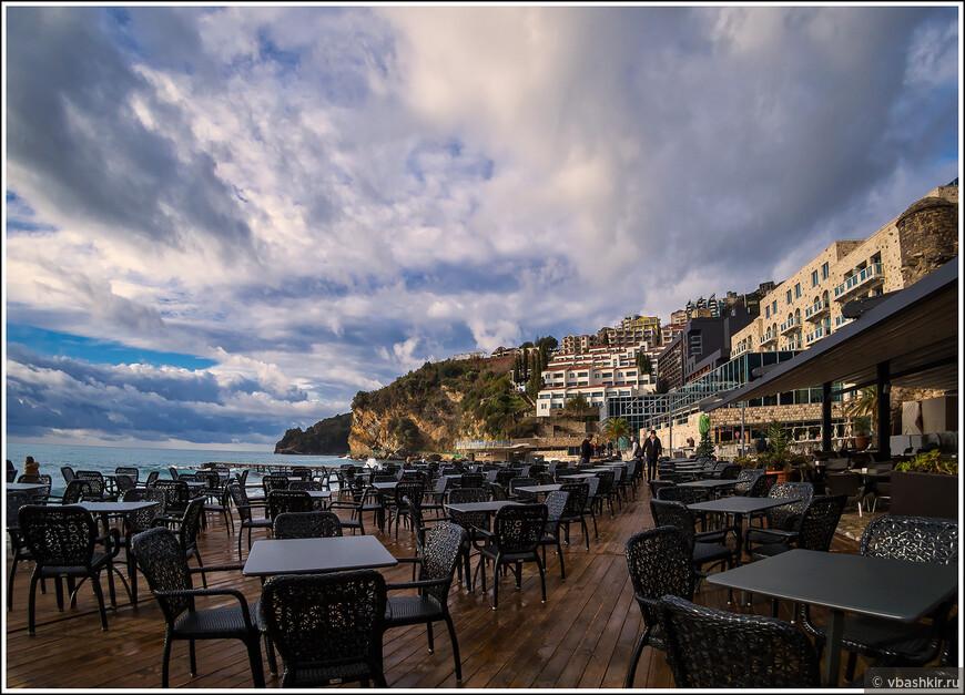 Будва. Ресторан на пляже Ричардова Глава.