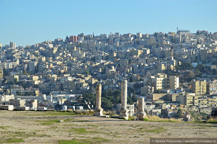 Старый город, в восточной части Аммана, отличается хаотичностью застройки и бесконечной чередой стихийных рынков.