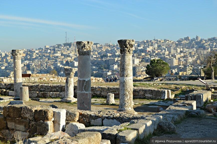 Наиболее известные достопримечательности Аммана сконцентрированы на Крепостной горе или Цитадели - Джабель-каляа. По данным археологов, здесь были поселения еще в бронзовом веке.