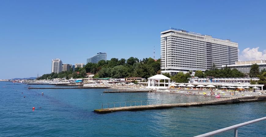 Пляж отеля «Жемчужина» в Сочи