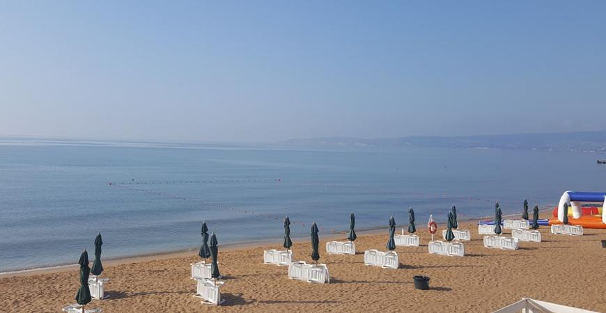 Пляж турбазы «Золотой пляж» в Феодосии