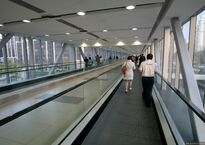 Переход от станции метро Burj Khalifa/Dubai Mall Metro Station к Дубай Моллу