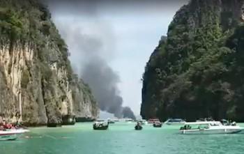 Туристов спасли с горящего судна в Таиланде