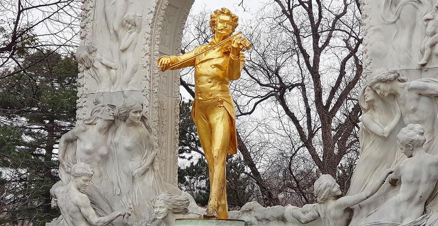 Памятник Штраусу