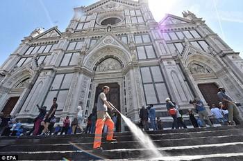 Во Флоренции «смоют» туристов