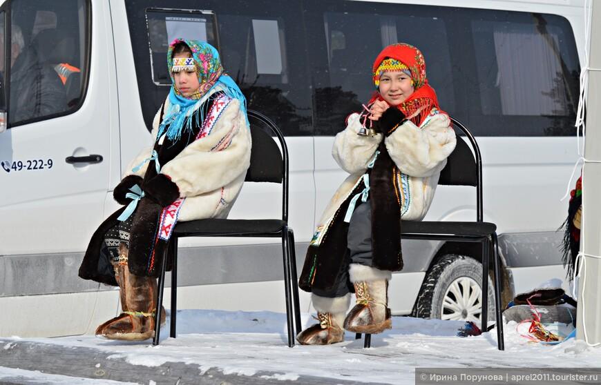 На протяжении всего «чумового праздника» на сцене выступали национальные коллективы с песнями, танцами. Были и конкурсы.