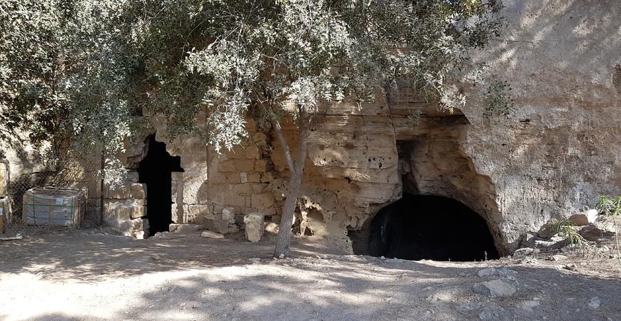 Катакомбы Святой Соломонии в Пафосе, Кипр