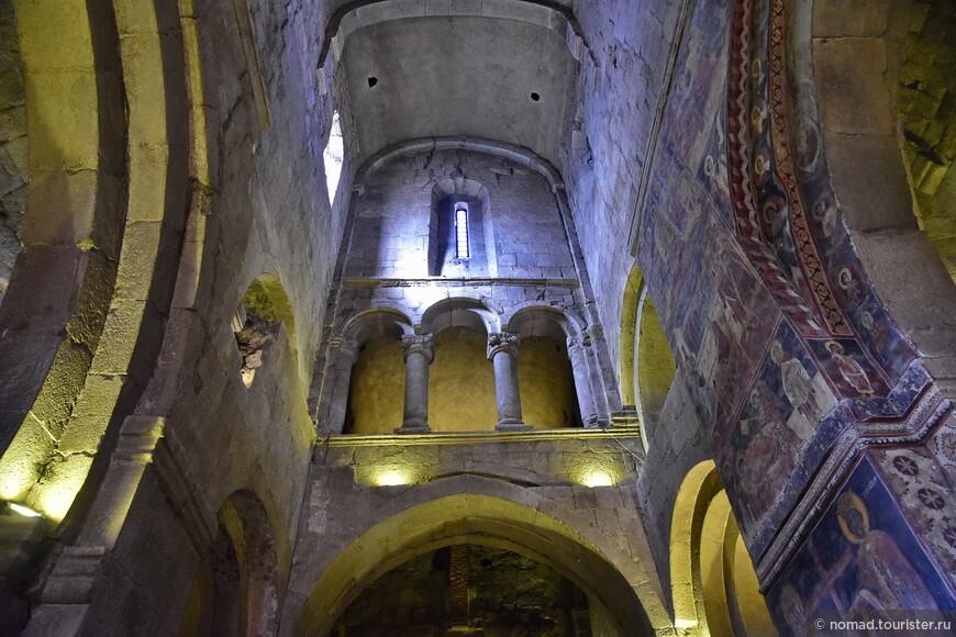 Храм был построен в период с 1010 по 1029 год на месте базилики 5 века, которая, в свою очередь, была построена на месте первой в Грузии христианской деревянной церкви (во всяком случае, так говорит Википедия)