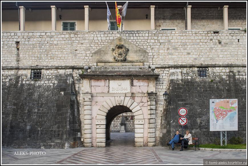 В этой фото-прогулке просто пройдемся вокруг стен старого города, который внесен в список Юнеско.