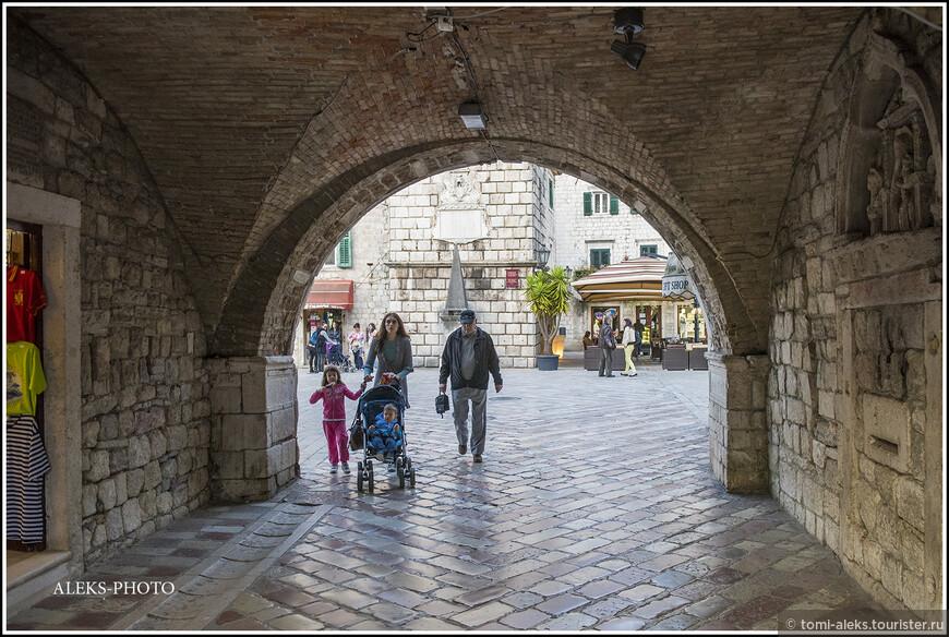 Эти стены помнят события многих веков. Ведь город известен еще со времен Римской империи...