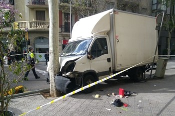 В Барселоне грузовик врезался в толпу