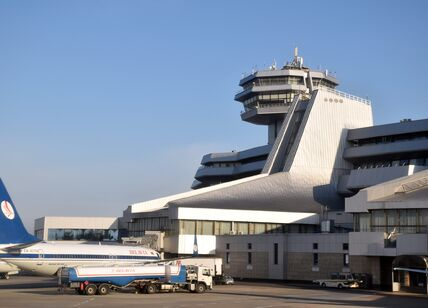 EW-437PA_Boeing_737-8K5_Belavia_boarding_at_MSQ.jpg
