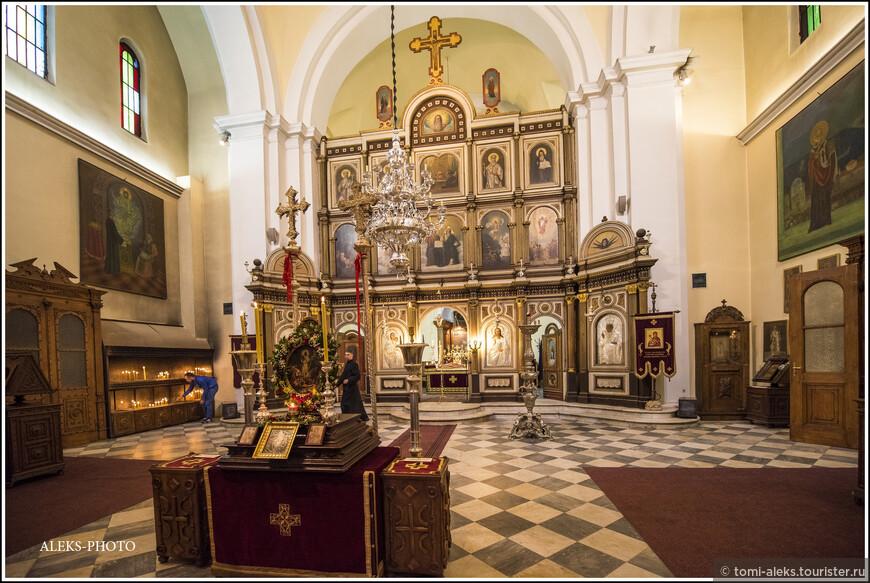 Интерьер церкви...
