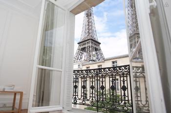 Власти Парижа подали в суд на Airbnb