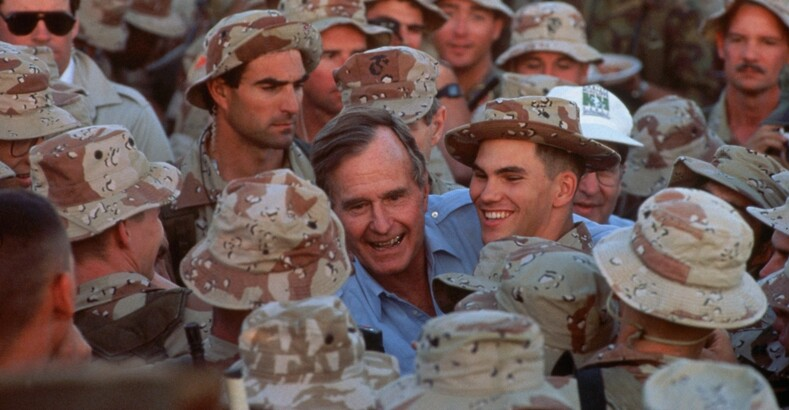 Визит Джорджа Буша-ст. в Сомали. Январь 1993 г. Фото: usatoday.com