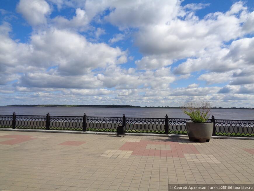 Набережная на реке Обь в Сургуте - ее участок пока небольшой