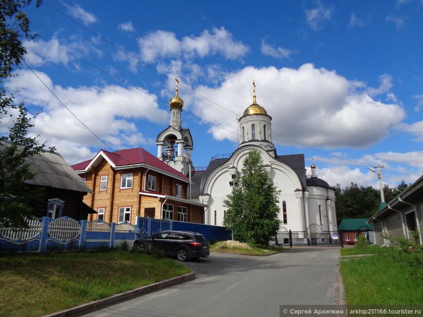 Вдали храм святого Николая Чудотворца