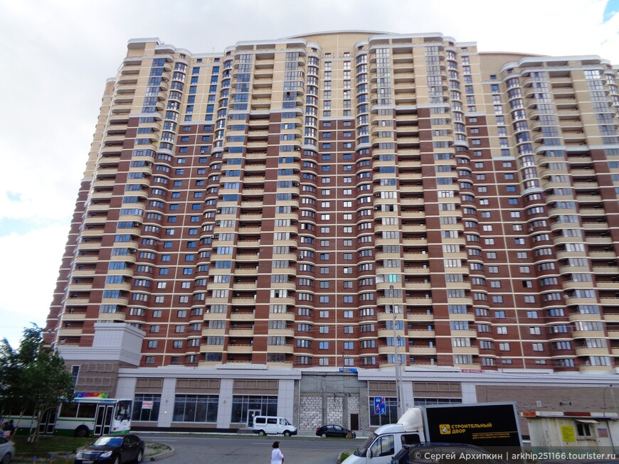 Прежде всего в Сургуте поражает высотное строительство, которое местами не уступает Москве. хотя население Сургута всего 350 тысяч жителей и он является районным центром Ханты-Мансийского автономного округа