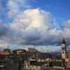 Вид на самую высокую колокольню города Корфу . Колокольня Святого Спиридона