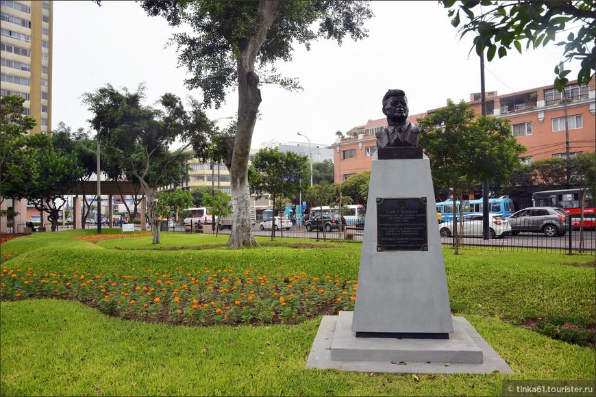 Вот и бюст самого Кеннеди, в честь которого и назван этот парк.