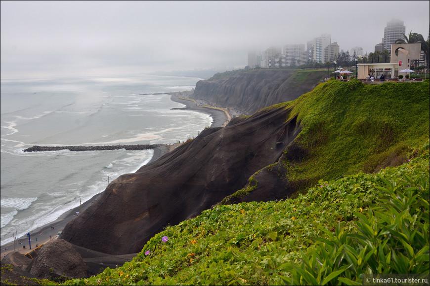 Во такое интересное там строение береговой линии. Туманы присутствуют в Мирафлоресе постоянно. Иногда бывает, что вообще всё тонет в тумане.