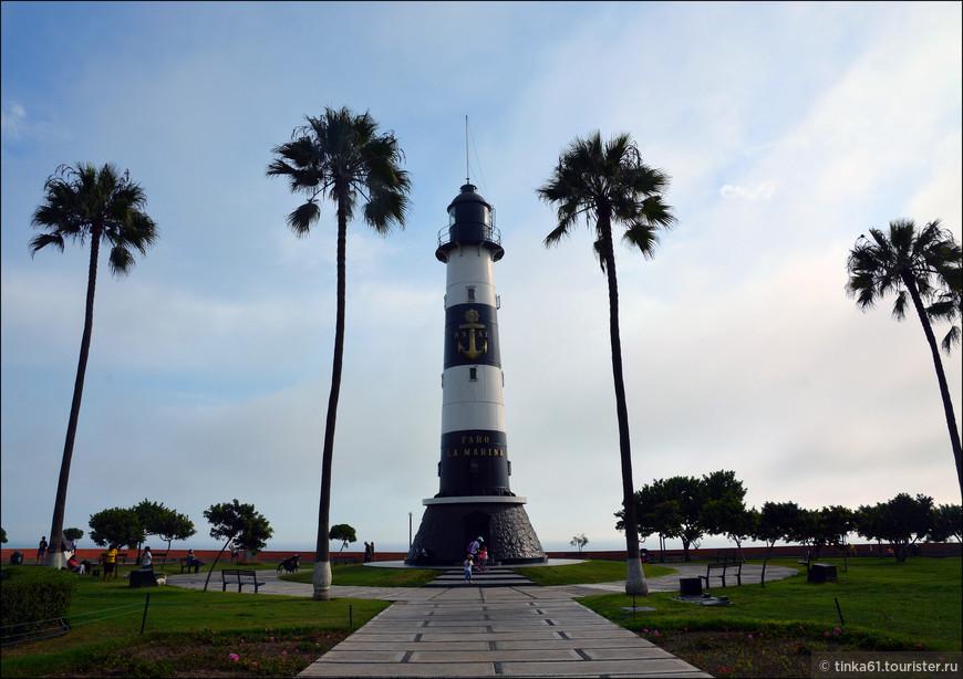 Маяк Мирафлореса, el Faro de Miraflores, появился здесь в 1900 году и был сконструирован самим Эйфелем. Важная достопримечательность Мирафлореса.