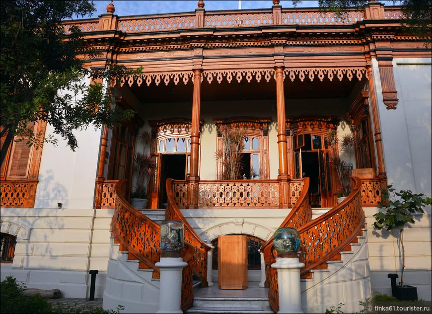 Это наверное самый знаменитый и красивый особняк  Барранко - Ayahuasca. В красивом особняке 19 века сегодня расположен модный бар, сохранивший первоначальное название.