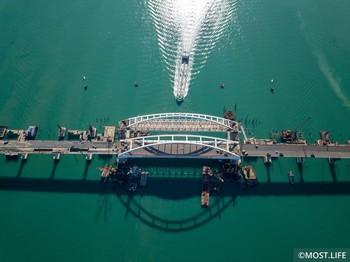 Крымский мост может открыться 15 мая