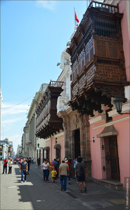 Фасад дворца Торре Тагле  — просто загляденье, микс андалузского барокко, элементов арабского мориско и креольской традиционной стилистики.