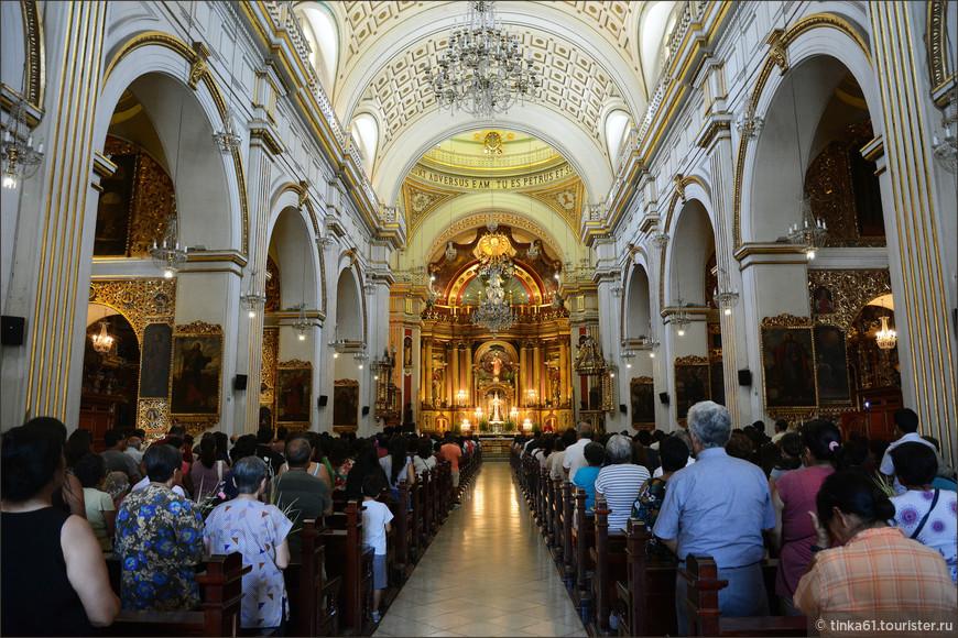 Праздничная воскресная служба по случаю праздника Domingo de Ramos.