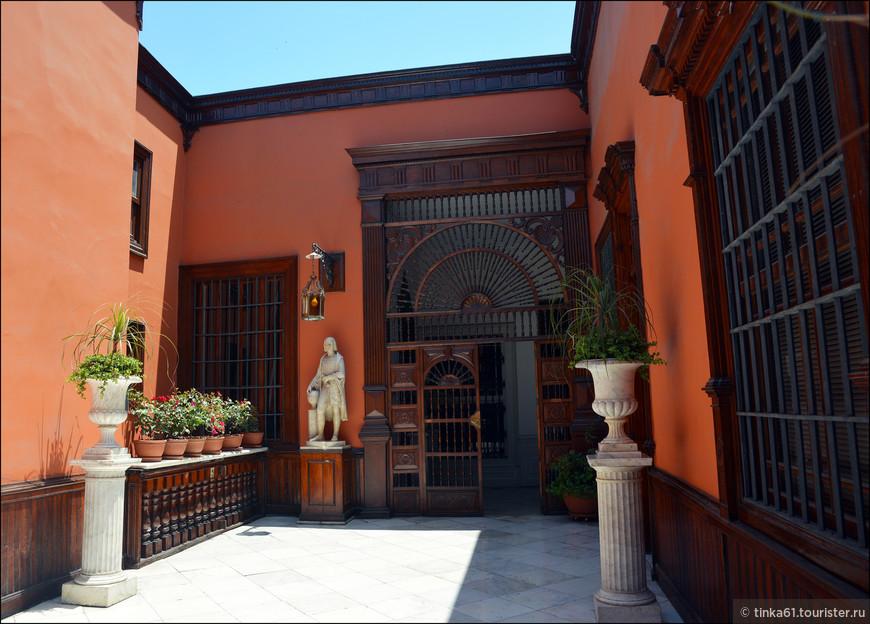 Чтобы получить представление, что же из себя представляет типичный перуанский дом колониального периода, нужно непременно посетить Дом Альяга. Этот дом считается самым красивым и самым старейшим колониальным особняком во всей Южной Америке.