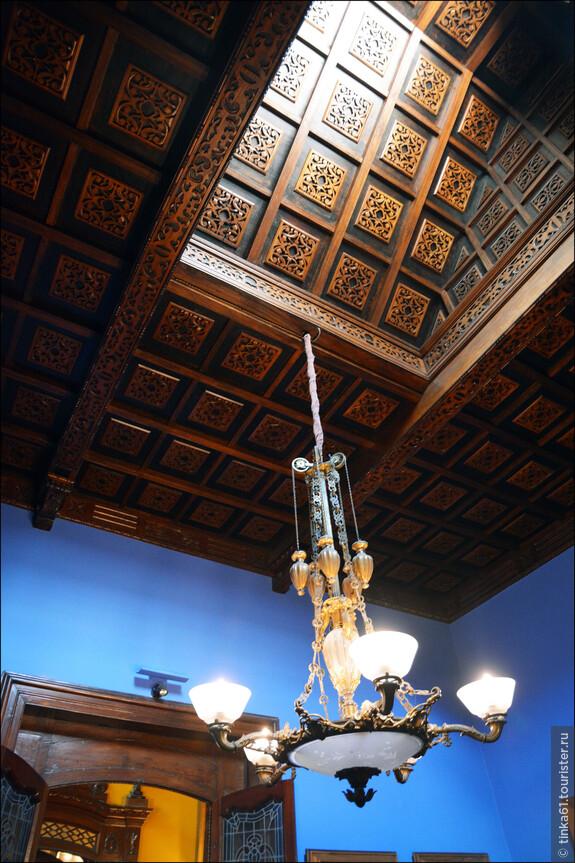 Потолки в доме тоже великолепны.