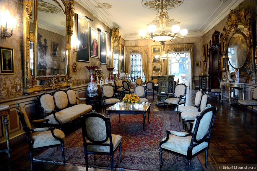 Великолепный Золотой салон в стиле французских дворцов.