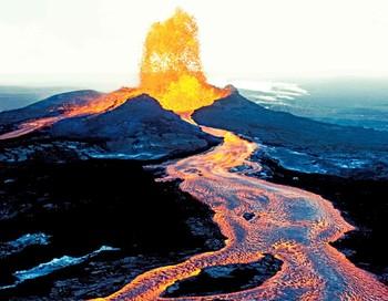 На Гавайях началась эвакуация населения из-за извержения вулкана