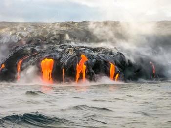 На Гавайях извержением вулкана разрушены десятки домов