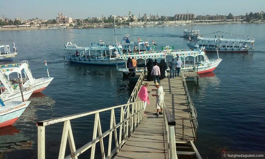 Причал в Луксоре на котором осуществляется трансфер на лодке на другой берег Нила!