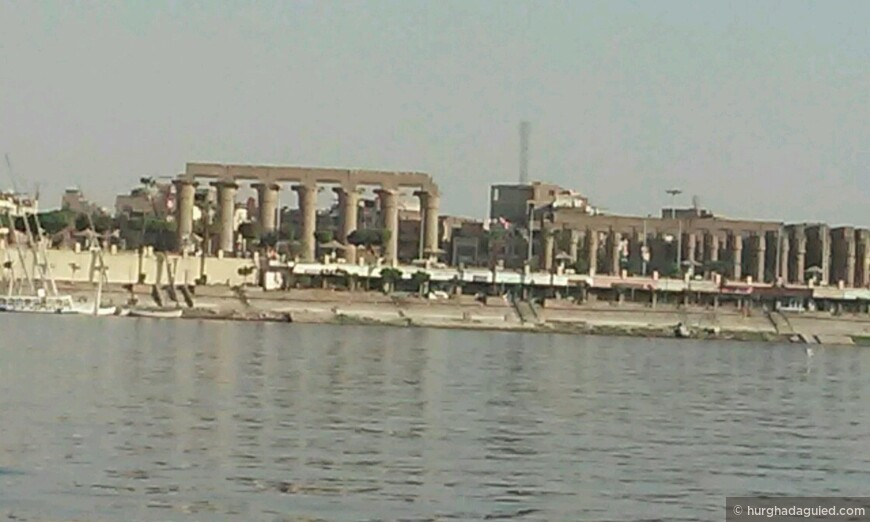 Панорамный вид с Нила на Луксорский храм!