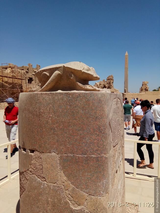 А это, одна из самых больших статуй жука Скарабея!! Скарабей является символом возрождения в загробной жизни. Говорят, если семь раз обойти статую вокруг против часовой стрелки, то ваше желание сбудется!!!