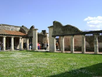 Французский турист украл артефакты из древнего города Помпеи