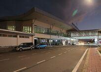 Sân_bay_quốc_tế_Cam_Ranh.jpg