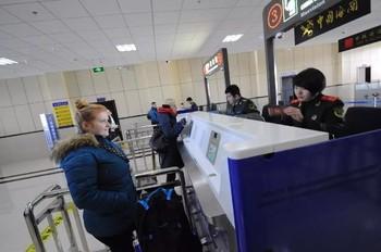 Сотни туристов застряли на российско-китайской границе из-за технических проблем на таможне Хэйхэ