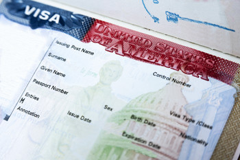 Срок ожидания собеседования на визу США увеличится до 300 дней