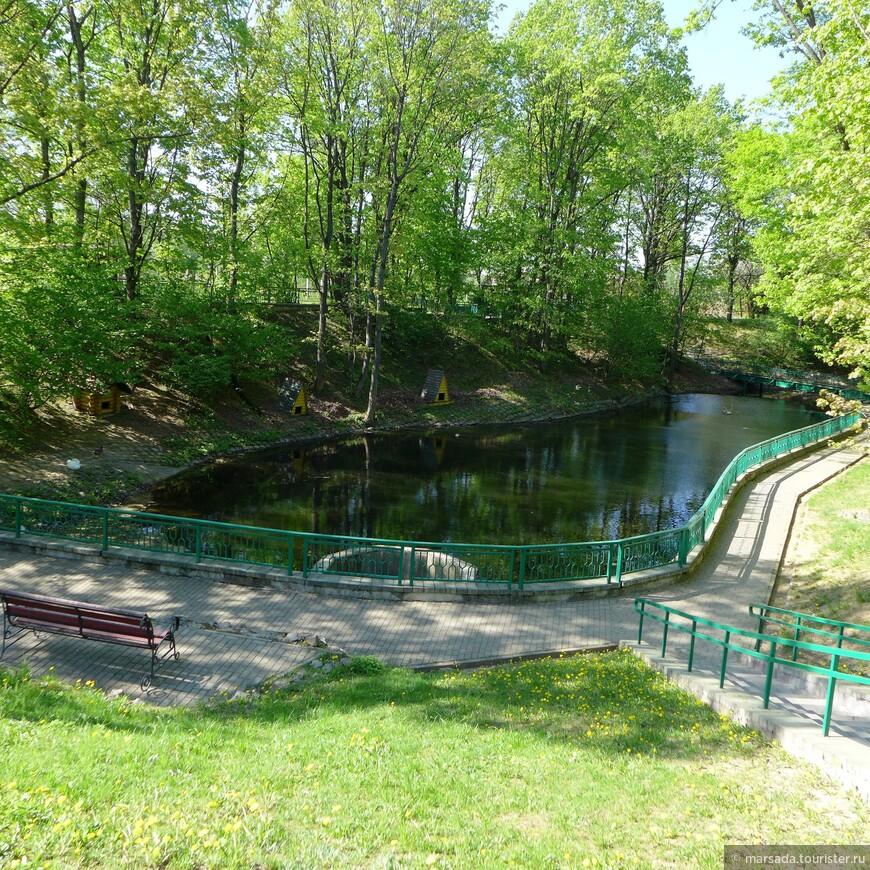 Территория Могилёвского зоосада занимает почти 120 га, на которых уместились луга, озёра, поля и лес.