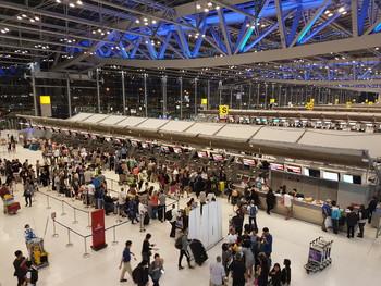 В аэропорту Бангкока сотрудник миграционной службы похитил женщину ради выкупа