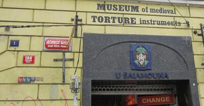 Санкт-Петербург. Музей пыток.   207x400