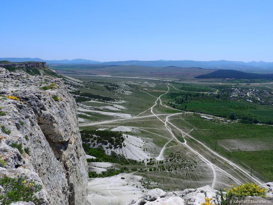 Итог 10-летней войны России за Крым был подведен также на Белой скале. 10 июня 1783-го года князь Г.А.Потемкин принял присягу на верность Российской державе крымско-татарской знати.