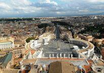Вид на площадь Святого Петра с купола Собора